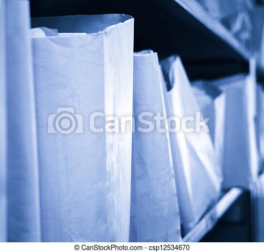 Documentos de papel apilados en el archivo - csp12534670