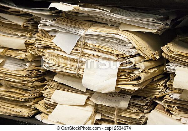 Documentos de papel archivados - csp12534674