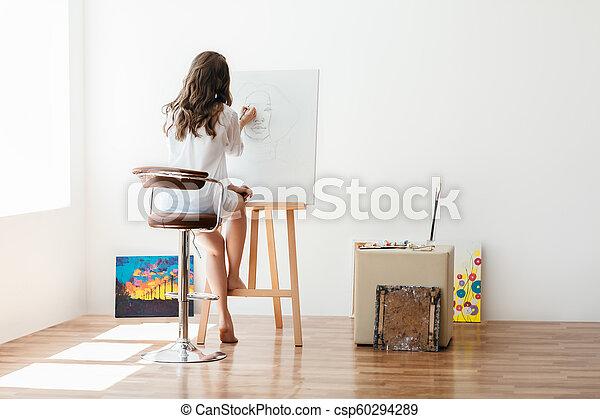 doek, kunstenaar, studio, vrouwlijk, schilderij, achterk bezichtiging - csp60294289