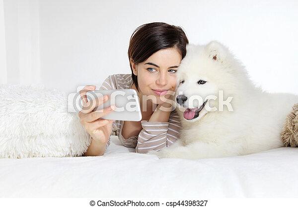 dog., chouchou, selfie, femme souriant - csp44398327