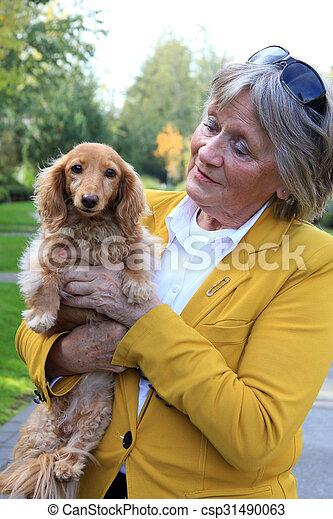 dog., personne agee, dame, elle - csp31490063