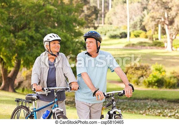 dojrzały, ich, para, rowery - csp5810465