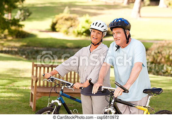 dojrzały, ich, para, rowery - csp5810972
