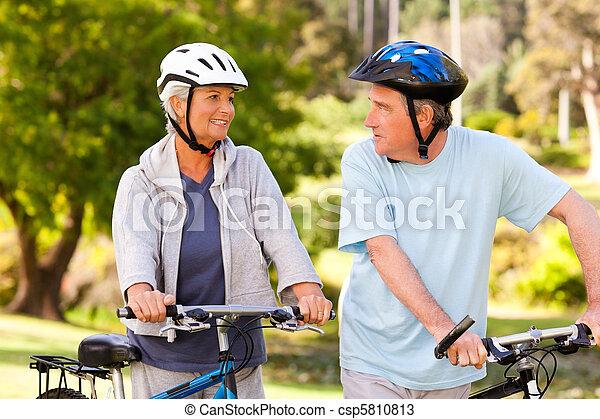 dojrzały, ich, para, rowery - csp5810813