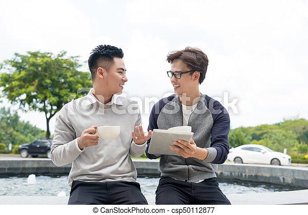 dokumenty, handlowy zaludniają, dwa, radosny, asian, dyskutując - csp50112877