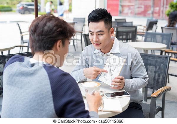 dokumenty, handlowy zaludniają, dwa, radosny, asian, dyskutując - csp50112866