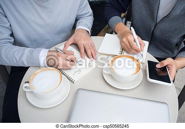 dokumenty, handlowy zaludniają, dwa, radosny, asian, dyskutując - csp50565245