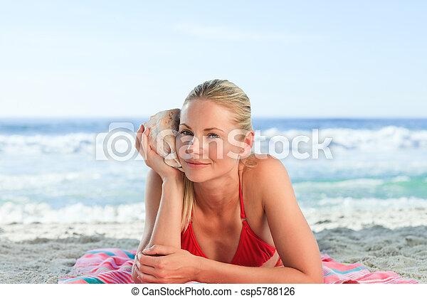 Costume Da Bagno Conchiglia : Donna conchiglia ascolto.