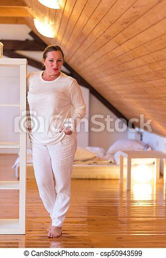 donna, lei, attico, mezzo, pensieroso, camera letto, ritratto, invecchiato - csp50943599