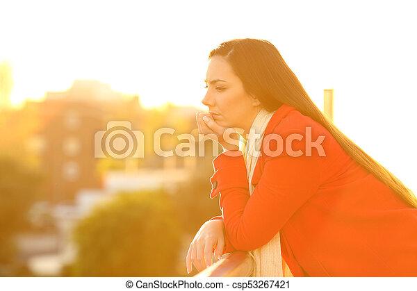donna, malinconico, inverno, tramonto, serio, balcone - csp53267421
