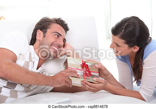 donna, offerta, regalo, uomo - csp8814678
