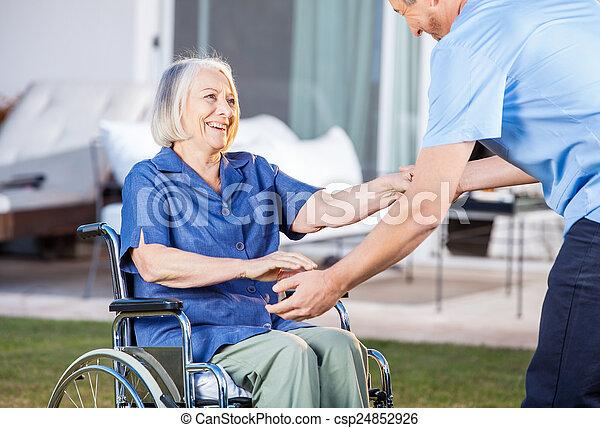 donna, ottenere, custode, carrozzella, su, porzione, anziano - csp24852926
