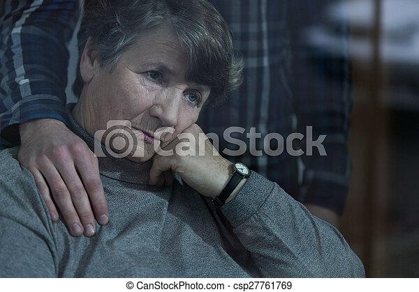 donna senior, nipote - csp27761769