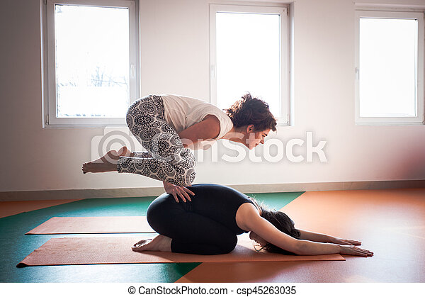 donne interno yoga due giovane concetto yoga sano On interno yoga