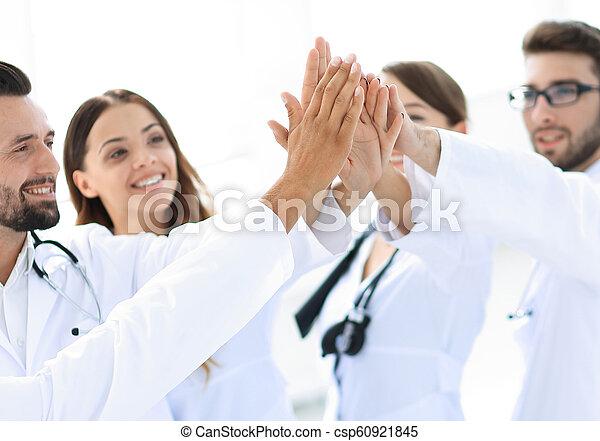 donner, médecins, five., élevé, autre, groupe, chaque - csp60921845