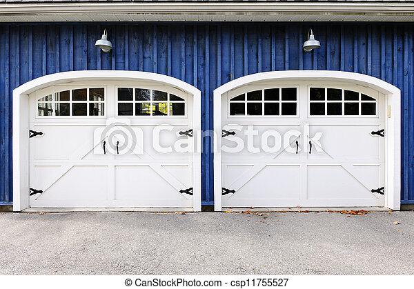 Tür Garage Haus doppelte türen garage blaues windows haus zwei garage