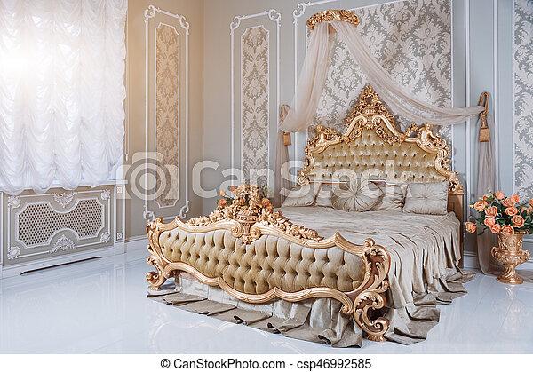 doré, lumière, grand, classique, double, royal, lit, confortable, details.,  élégant, couleurs, luxe, chambre à coucher, intérieur, meubles