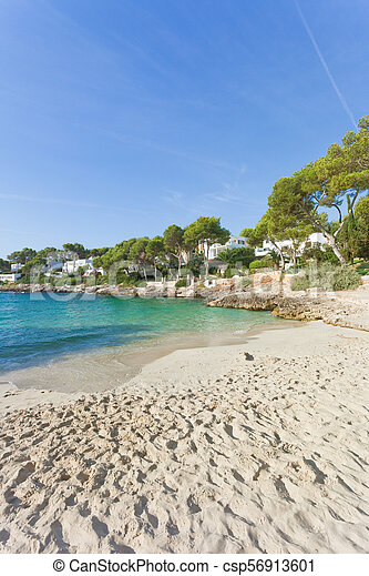 Cala d'Or, Mallorca - Viele Fußspuren am Strand von Cala d'Or - csp56913601