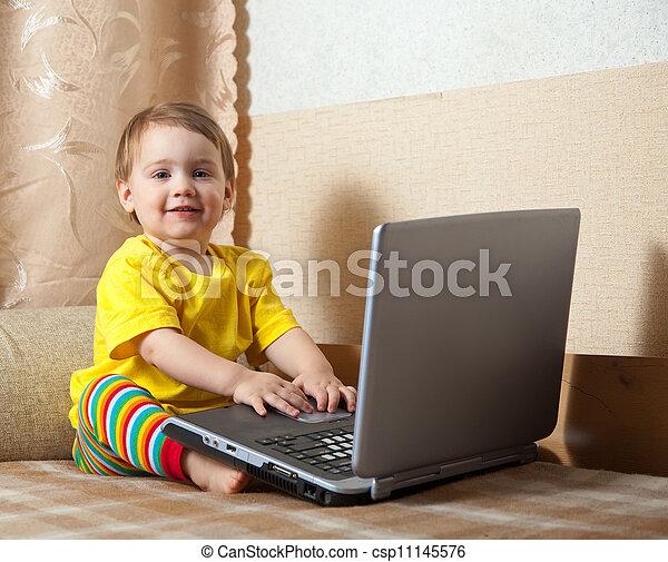 dorlotez fille, ordinateur portable - csp11145576