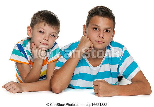 dos, hermanos - csp16681332