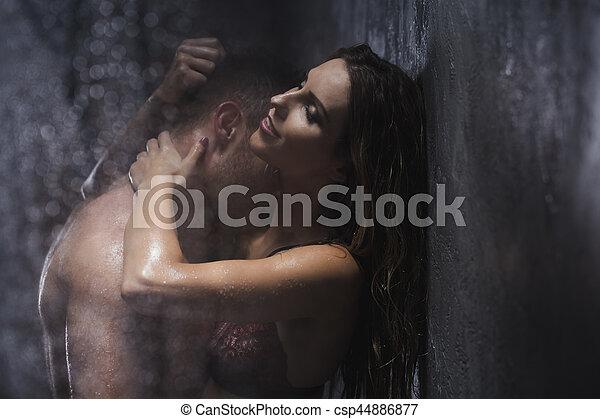 jeune sexe dans la douche