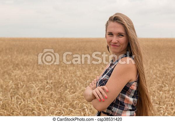dourado, mulher, trigo, jovem, campo, feliz - csp38531420