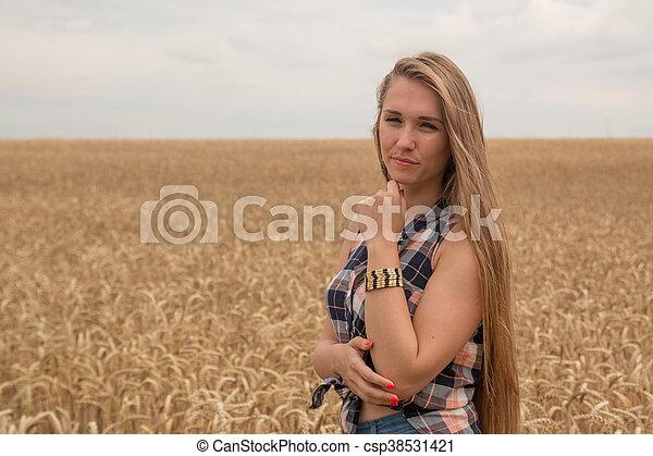dourado, mulher, trigo, jovem, campo, feliz - csp38531421