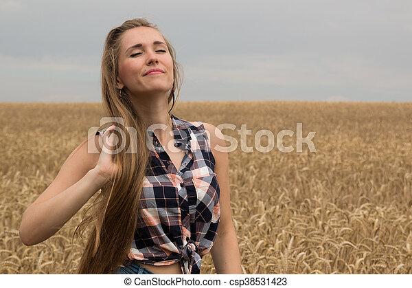 dourado, mulher, trigo, jovem, campo, feliz - csp38531423
