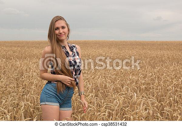 dourado, mulher, trigo, jovem, campo, feliz - csp38531432