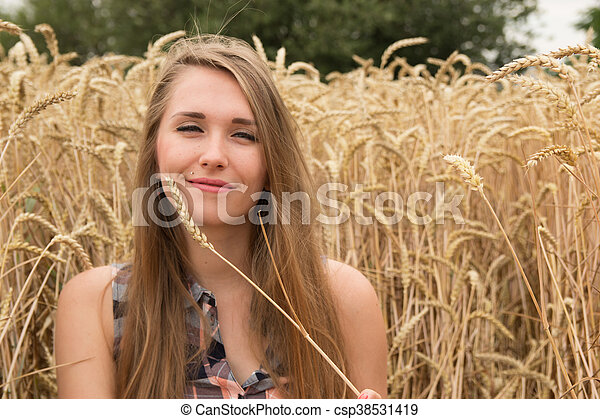 dourado, mulher, trigo, jovem, campo, feliz - csp38531419