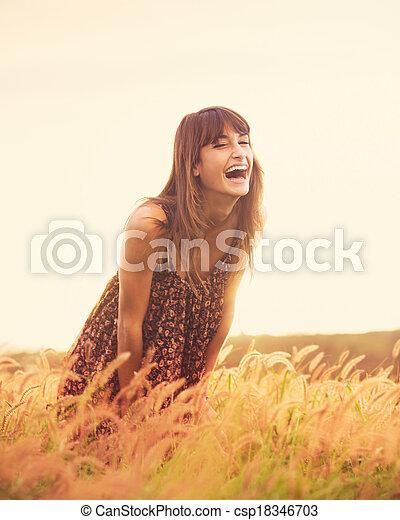 dourado, romanticos, sol, campo, pôr do sol, rir, modelo, vestido - csp18346703