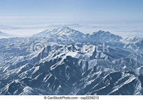 Montañas dramáticas en las montañas rocosas - csp2239213