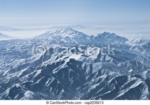Dramatic mountain ranges in the Rocky Mountains - csp2239213