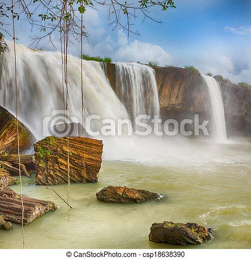 Dray Nur waterfall - csp18638390