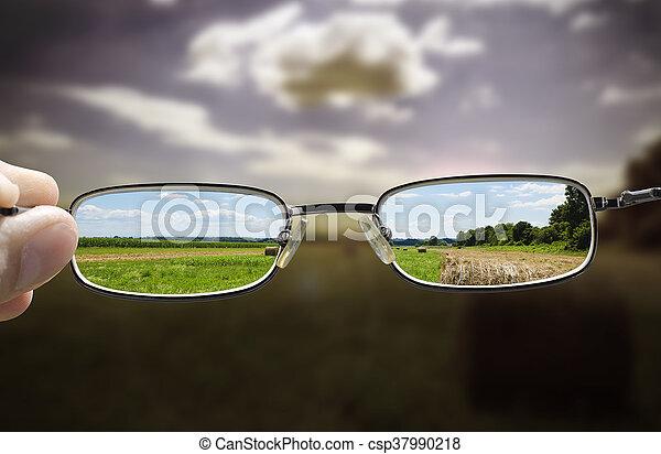 drehen, düster, sonniger tag, brille - csp37990218