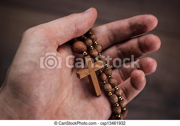 drewniana ręka, ognisko, krzyż - csp13461932