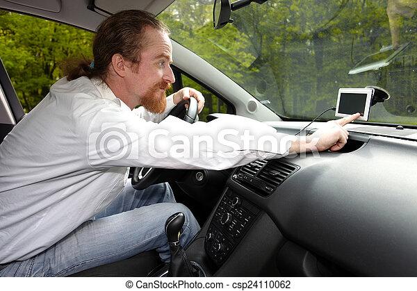 Driver using  GPS navigation a way - csp24110062