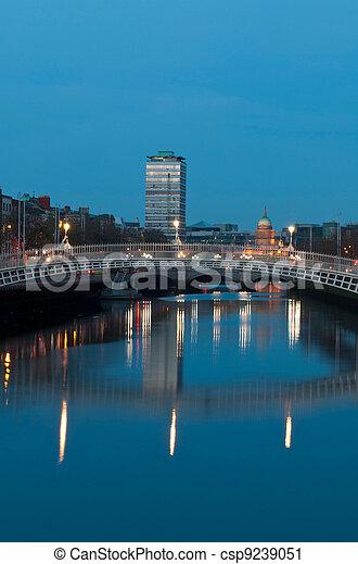 Dublin at night - csp9239051