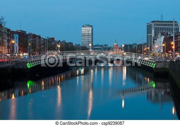 Dublin at night - csp9239087