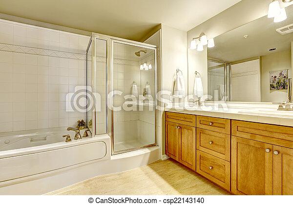 Ducha cuarto de ba o tina espacioso ba o cuarto de for Banos con ducha y tina