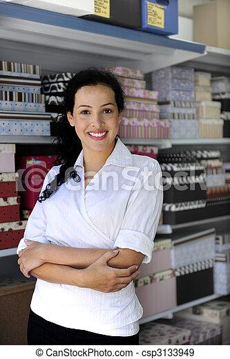 Un retrato de un dueño de una tienda - csp3133949