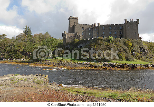 Dunvegan Castle - csp4241950
