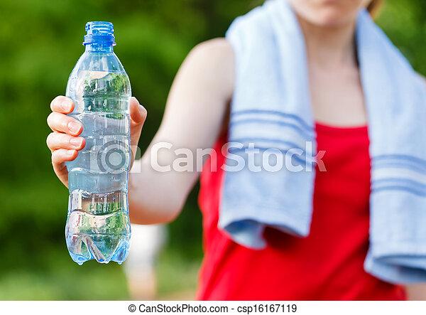 Hidratación durante el entrenamiento - csp16167119
