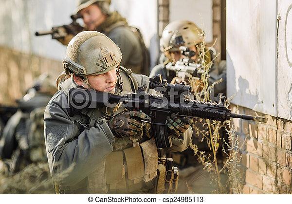 durante, fucili, pattugliando, guerra, soldati - csp24985113