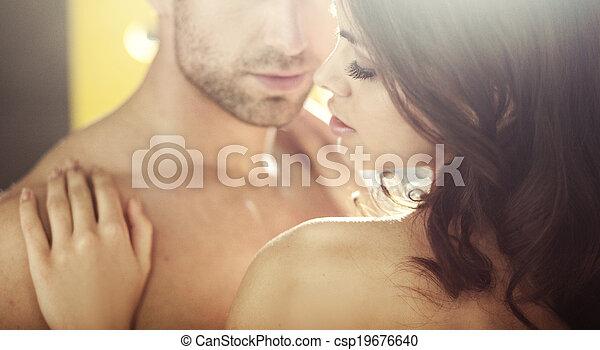 Jóvenes amantes durante la luna de miel - csp19676640