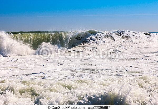 Olas marinas durante la tormenta - csp22395667