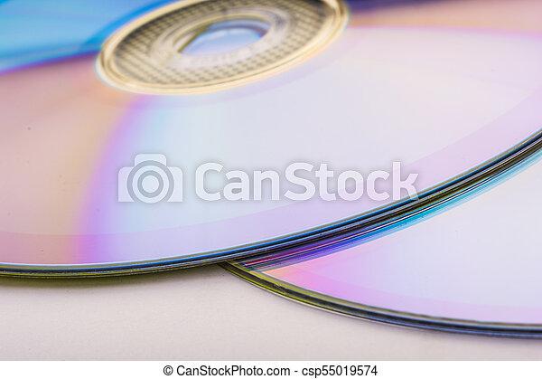 El CD está aislado en blanco - csp55019574