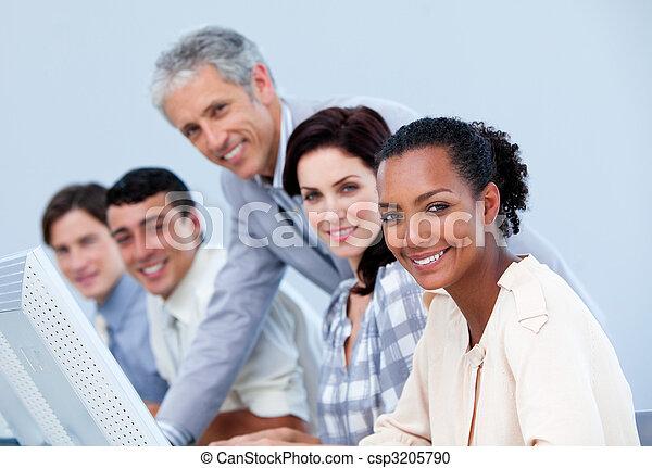 dyrektor, dojrzały, employee's, jego, kontrola, praca, charismatic - csp3205790