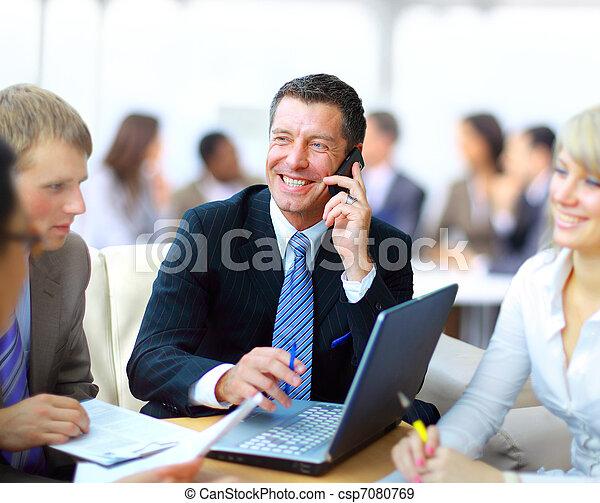 dyrektor, handlowy, dyskutując, -, jego, praca, spotkanie, koledzy - csp7080769