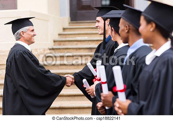 dziekan, kreska, grupa, uzgadnianie, absolwenci - csp18822141